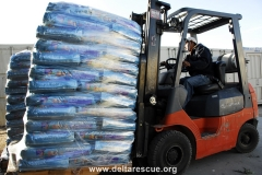 Weekly deliveries for 1,500 animals need a forklift !